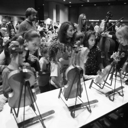 Les enfants rencontrent les Petits Violons