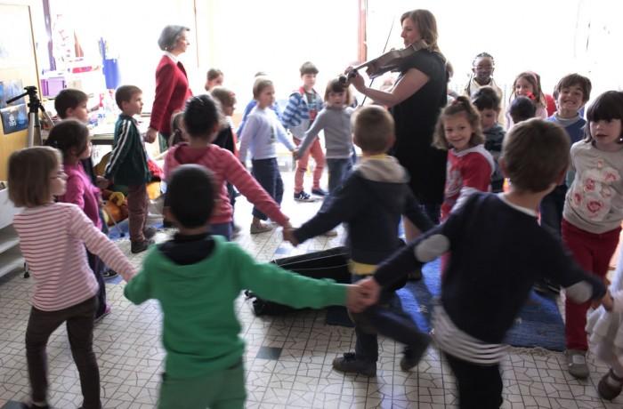 Alto emmène  les enfants en balade
